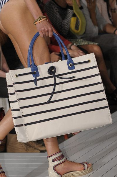 http://www2.pictures.stylebistro.com/it/Tommy+Hilfiger+Spring+2013+Details+Dyy2JN9LICol.jpg