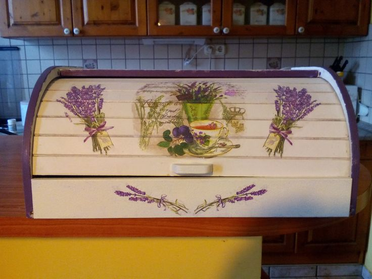 Decoupage in kitchen.