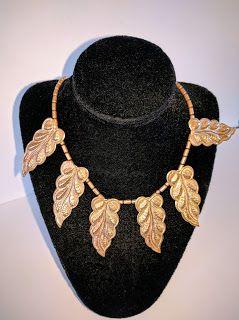 SKYSCRAPER CAPE TOWN - 20th CENTURY CLASSICS: Vintage 70's Brass Necklace Leaf Design