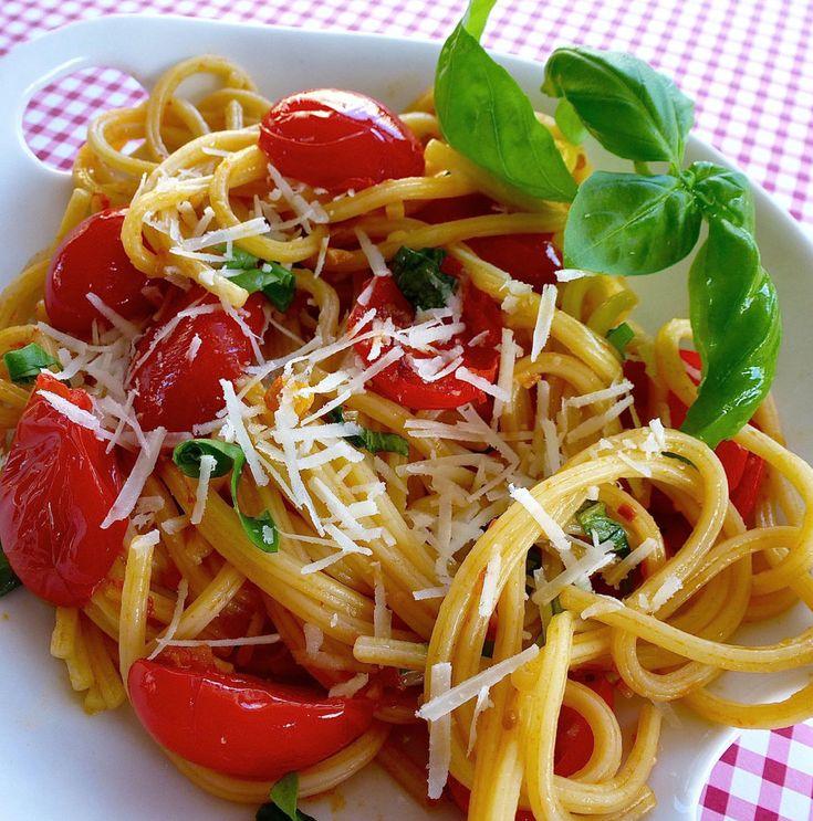 Spaghetti a mezzanotte ecco tre ricette da fare al volo for Cucinare sinonimo