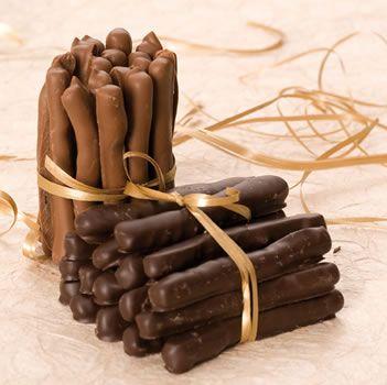 Recette Orangettes au chocolat noir http://monblog75.blogspot.fr/2014/12/recettes-chocolats-orangettes-au.html