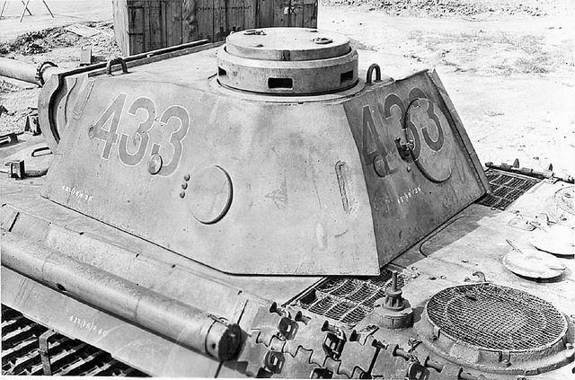Panzerkampfwagen V Panther Ausf. D (Sd.Kfz. 171) Nr. 433  Série de clichés déclassés pris courant 1943 lors de l'évaluation d'un Panther capturé sans doute intact ou en panne lors de la bataille de Koursk et envoyé ensuite en Angleterre. Ses caractéristiques ainsi que ses faiblesses sont passées au crible par les ingénieurs de l'armée Britannique.