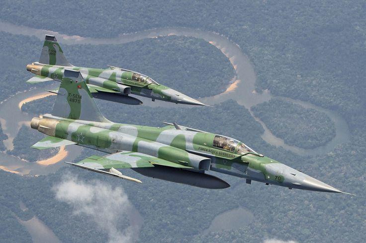 Os F-5 podem voar a cerca de 1.700 km/h e também operar como bombardeiros (FAB)
