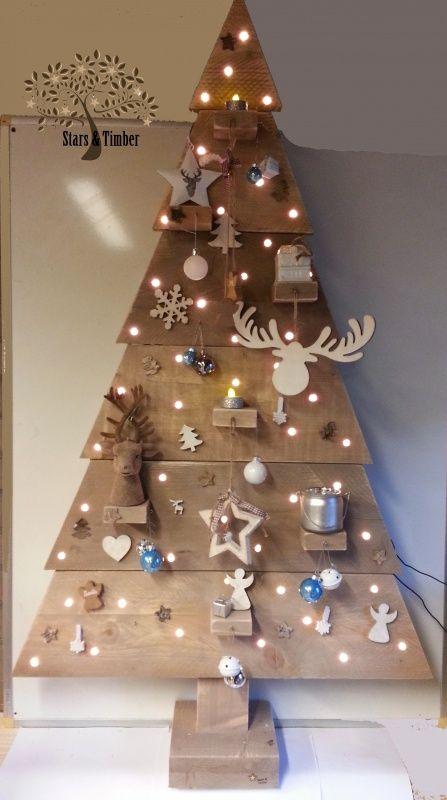 Steigerhouten kerstboom 137 cm met leuke versiering en 50 lampjes