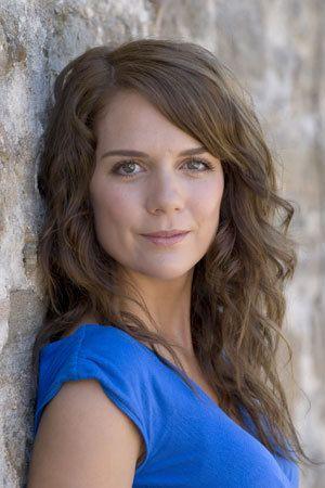 Michalla Banas as Kate Manfredi. Soft autumn deep - toned autumn, McLeods Daughters, great tv, series, show, female beauty, long hair, pretty face, intense eyes, portrait