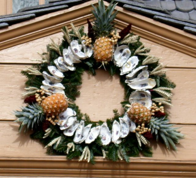 Best Williamsburg Images On Pinterest Christmas Wreaths - Colonial christmas decorating ideas