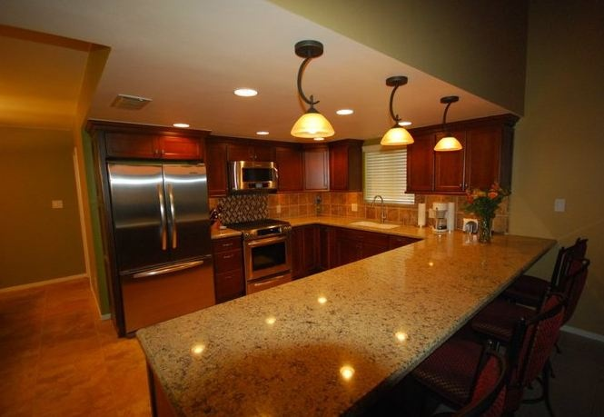 Starmark cherry cappucino with cambria aragon countertops for Chocolate kitchen cabinets with stainless steel appliances