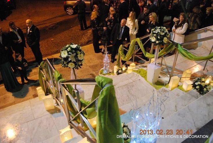 γάμος με λευκά τριαντάφυλλα avalance