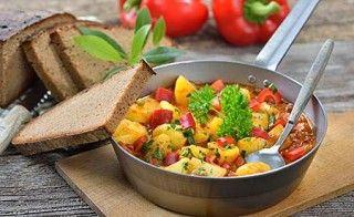 Hier finden Sie ein herzhaftes basisches Kartoffelgericht. Basisches Kartoffelgulasch eignet sich ideal zum Basenfasten.