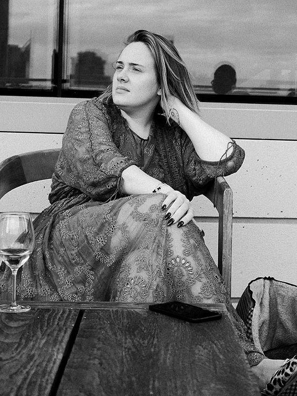 Adele no makeup selfie