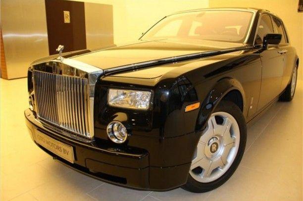 Met zijn krachtige postuur, iconische proporties en geavanceeerde technologie is de laatste uitvoering van de Phantom een tijdloze interpretatie van de moderne luxe automobiel.