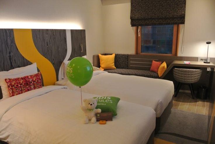 색감이 화사한 디자인의 인테리어 이비스 스타일 앰배서더 서울 강남 호텔 트윈 룸 /  스타일쿠션과 스타일베어♡ Colorful Design interior ibis Styles Ambassador Seoul Gangnam Hotel Twin Room