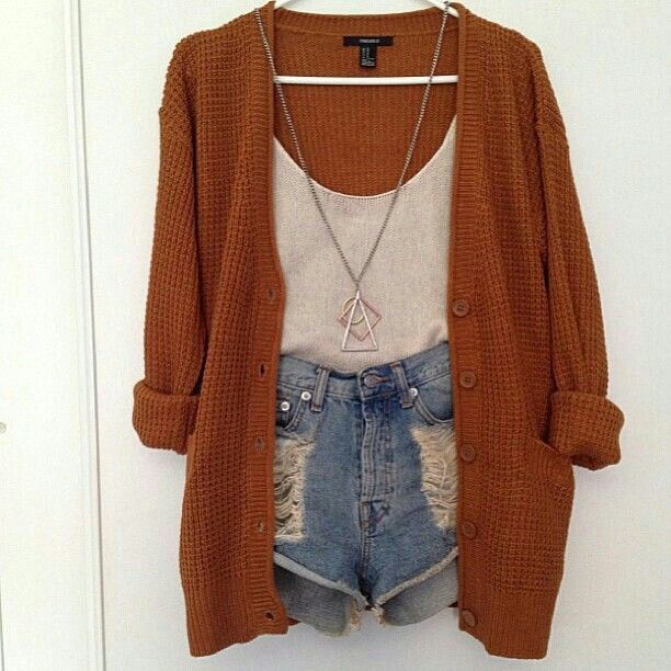 High rise shorts and a cardy chunky cozy cardigan white tank top crop hws big necklace, summer classic outfit