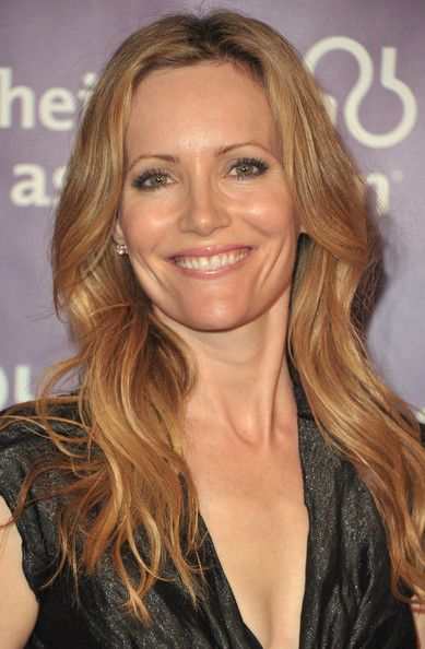 "Leslie Mann Photo - 19th Annual ""A Night At Sardi's"" Fundraiser And Awards Dinner - Red Carpet"