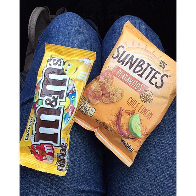 Los snacks de él y de ella porque #democracia hahaha. La ventaja de los supermercados es que encuentras de todo para todos los gustos. Por cierto que no había probado los @sunbites_es de chile y limón y #alv  que salados están... 270 mg!!! #NoesdeDios. Tienen potencial pliiisss bájenle tantito al sodio.  #findelcomunicado #hastaaquímireportejoaquín #sunbites #chocolate #chocolatelover #chocolatelover #chocolatebites #chips #chipslover #snack #snacks