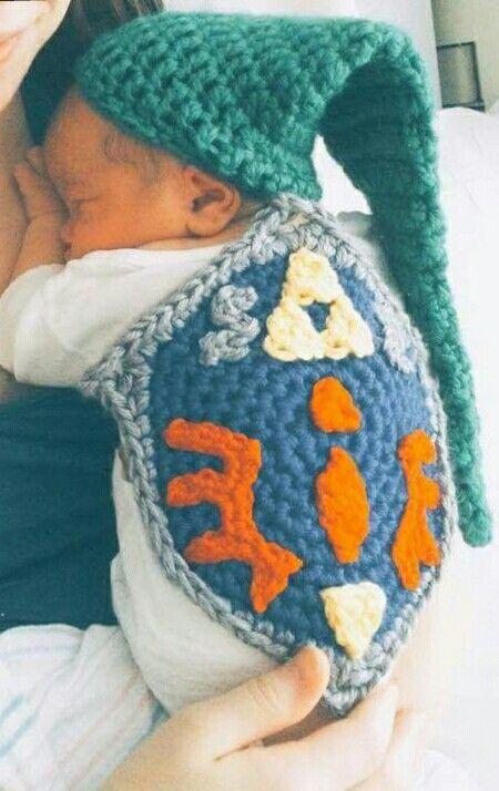 Litte Link. The Legend of Zelda. Crochet shield and hat.