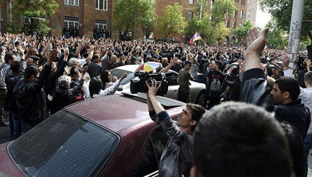 Το Κουτσαβάκι: Δεκάδες άτομα με στρατιωτικές στολές ενώθηκαν  με ...