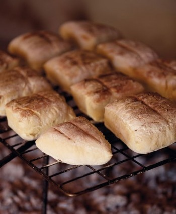 Roosterkoek on the braai grid: http://www.goodhousekeeping.co.za/en/recipes/roosterkoek-on-the-braai-grid/