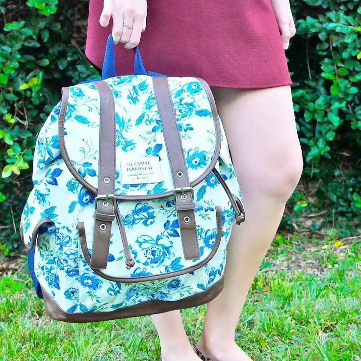Graduation is right around the corner and you'll need the perfect backpack for all your summer Sloanie adventures. @sugarspiceandsparkle . . . . . #sloaneranger #sloanestyle #fashion #instaprep #preppy #preppystyle #instastyle #modernprepgazette #preppythings #modernprep #instablogger #instafashion #fashionblogger #fblogger #nautical #aotd #ootd #stripes #weekend #travelstyle #dsfloral