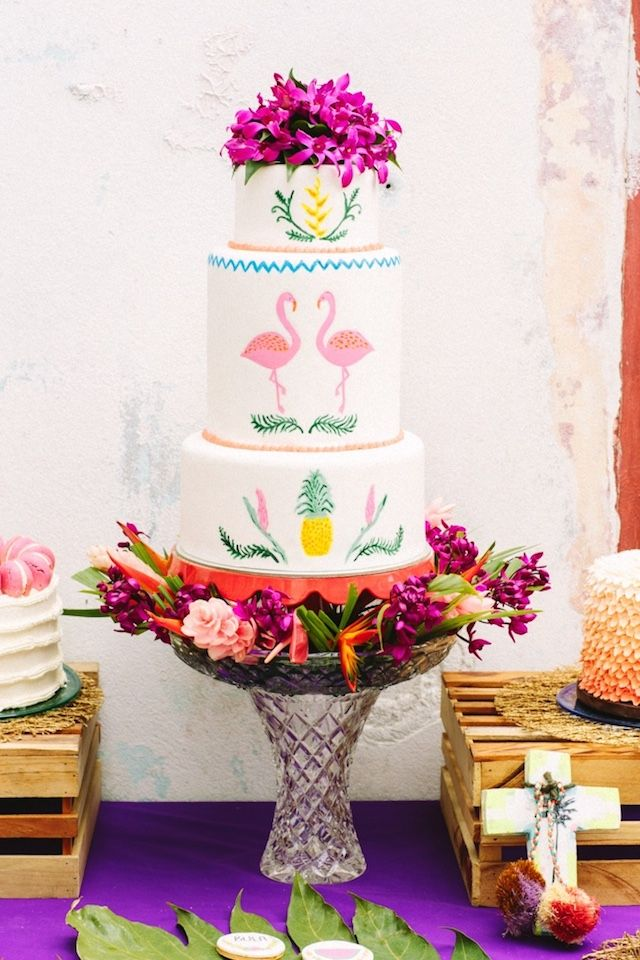Pink flamingo wedding cake | Kama Catch Me - Fiji & Destination wedding photographers | see more on: http://burnettsboards.com/2015/03/tropical-fete/