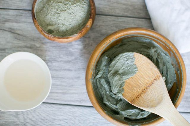 A homemade body wrap with clay and aloe that removes toxins and excess fluid, while helping you relax and unwind.