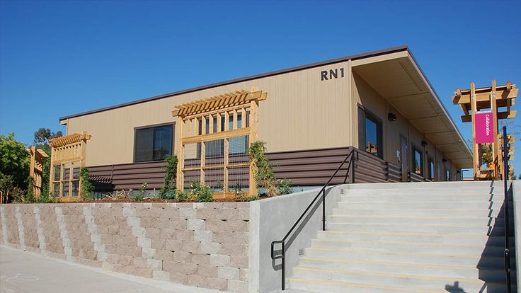 A good way to improve the appearance of modular school buildings - Sierra College Nursing Center - Nacht & Lewis