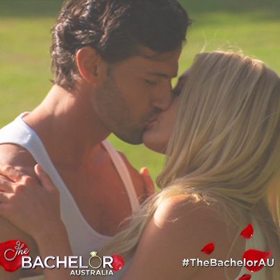A smooth move from Ali results in a kiss: http://tenplay.com.au/channel-ten/the-bachelor/extra/season-1/the-first-kiss