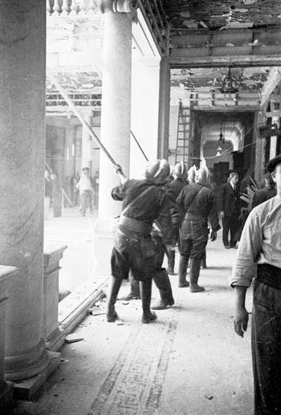 1936,  Saneamiento Palacio de Liria tras bombardeo.