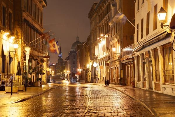 Tour Old Montreal at night and click to check out our list of 50 free things to do in #Montreal #Quebec #travelcanada