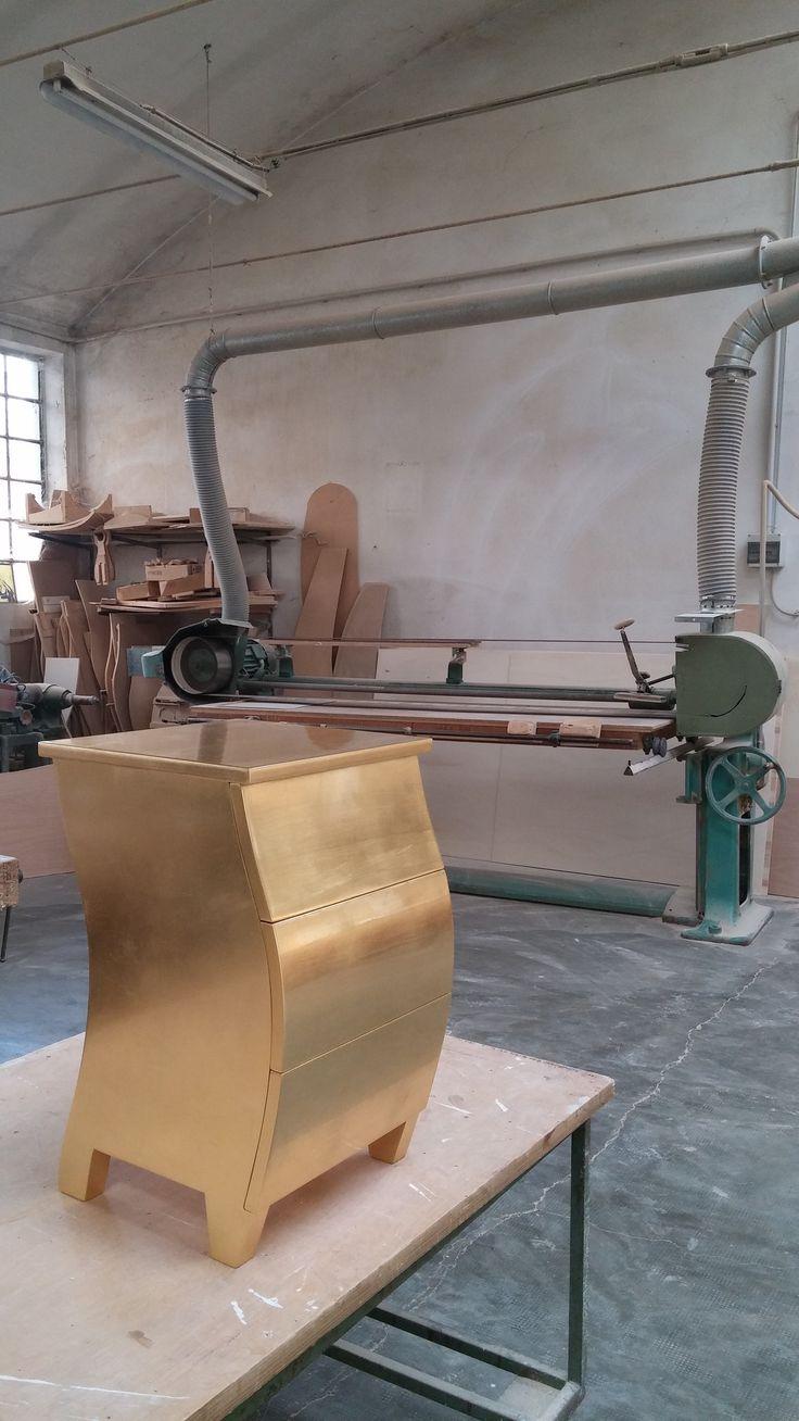 Spicca di luce oro la fabbrica danber italia produce - Fabbrica di mobili in romania ...