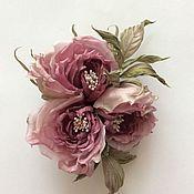 Купить или заказать Пион 'Винтаж' в интернет-магазине на Ярмарке Мастеров. Нежно-розовый пион выполнен из натурального шелка. Может использоваться как брошь и как украшение в волосы.