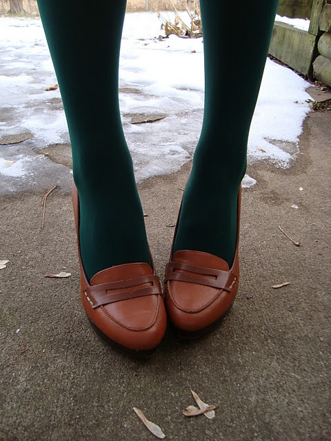 Green tights and heeled loafers... hmm maybe with a cream sweaterdress and a brown scarf?