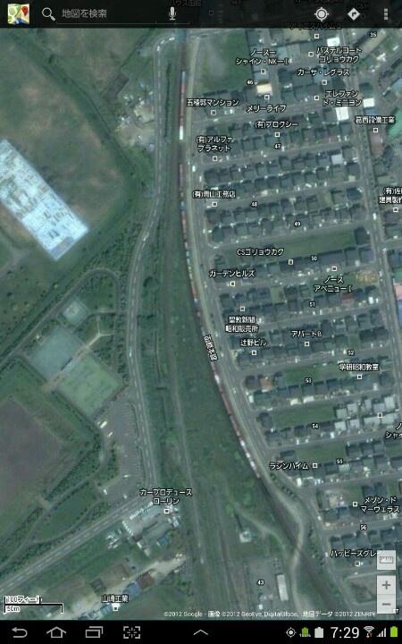 Googleマップの五稜郭駅近くで長い貨物列車が写りこんでて思わず萌えた