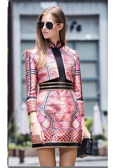O #tinuta #casul formata din #rochie si #jacheta, cu un model superb este alegera perfecta pentru o iesire cu prietenele. Fii atragatoare cu #rochiile din #colectia #TopFashion!