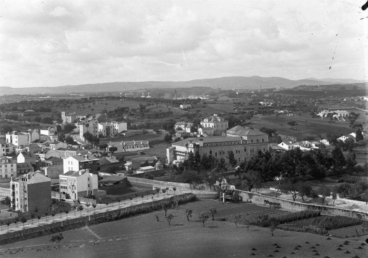 Cruzamento da nova Avenida D. Amélia (actual Av. Almirante Reis), com a rua Conselheiro Moraes Soares (actual rua Morais Soares), foto de Alberto Carlos Lima, 1908, in a.f. C.M.L.