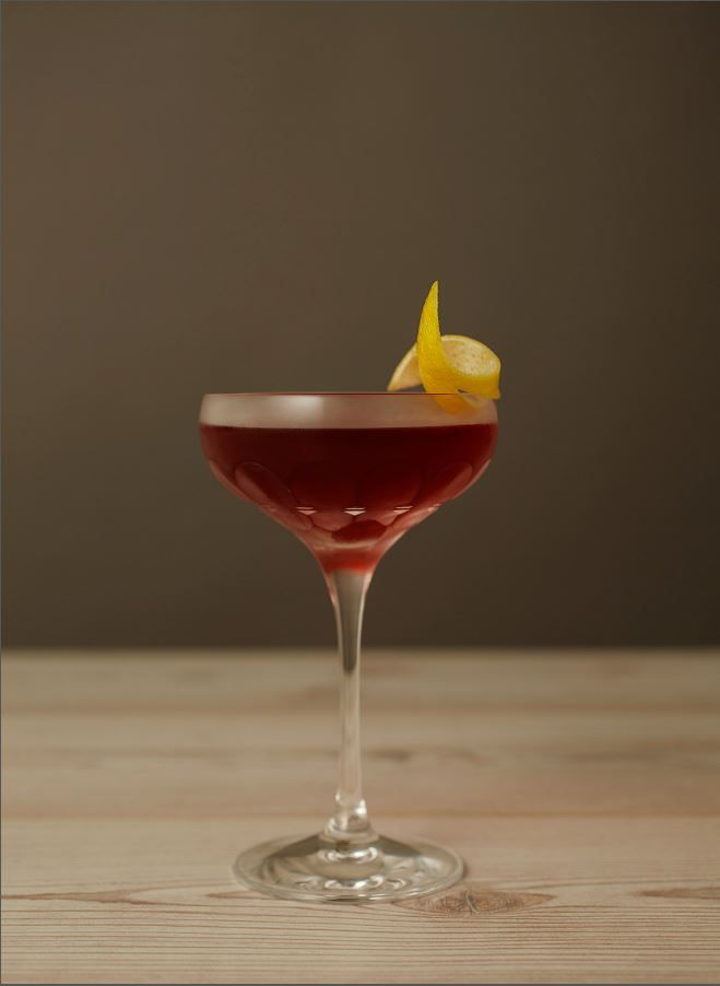 This non-alcoholic cocktail recipe by Seedlip Drinks is inspired by the 17th Century colony who created the original raspberry shrub and has a deliciously tart, herbaceous flavour profile.