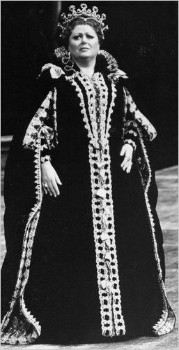 Margaret Price as Elisabetta in Verdi's Don Carlo at the Metropolitan Opera in 1989. Unforgettable for #VerdiMuseum