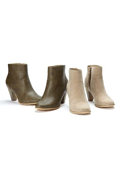 Perfect for casual Friday jeans in the office - new trendy fall booties! / #ReitmansJeans