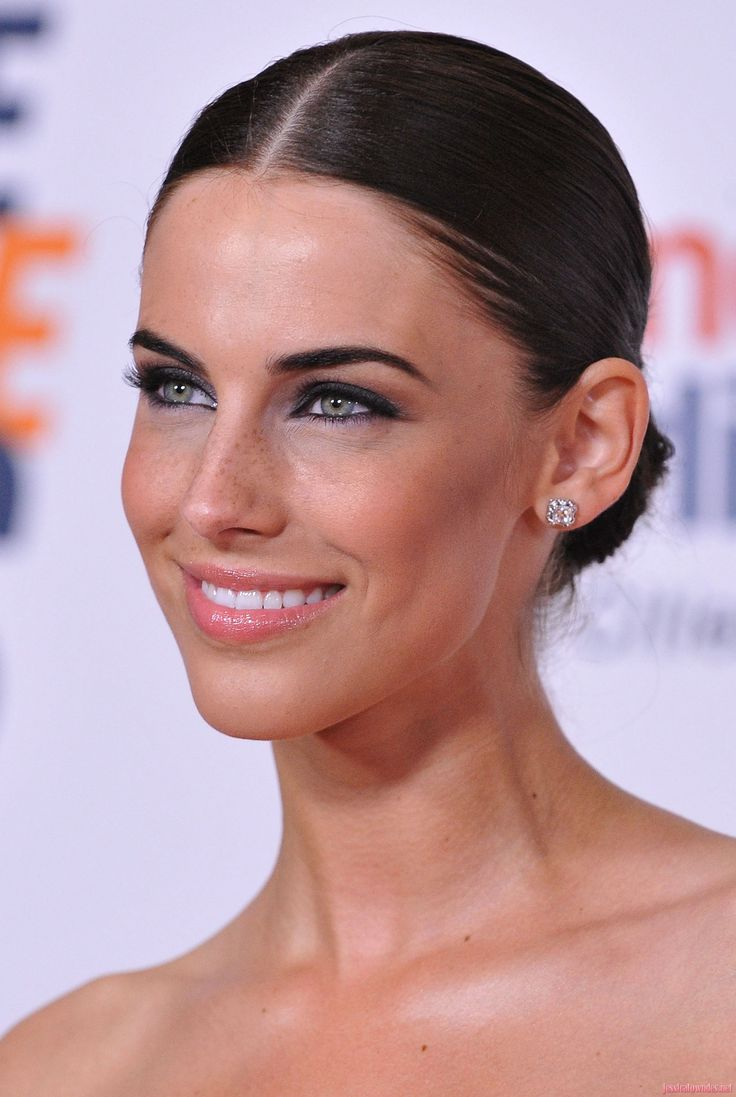 sleek makeup and hair-Jessica Lowndes