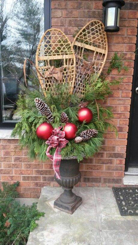 Snowshoes in my urn.