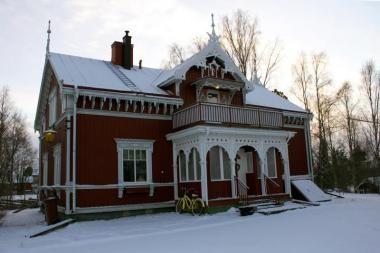 Snickarglädjen-Öjebyn Tack vare hantverkares händer har det här huset förvandlats från en