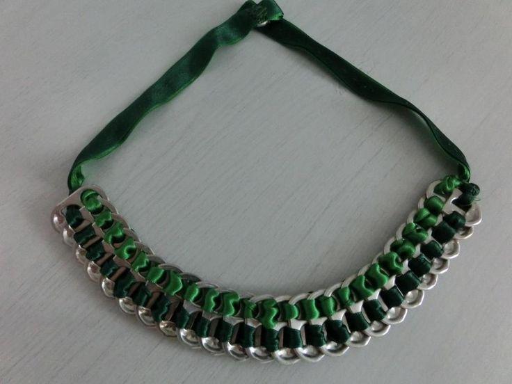 ¿Quieres hacer collares originales con material reciclado? Te traemos un sencillo y fácil tutorial con un resultado increíble. ¡Dale color al otoño!