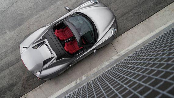 Alfa Romeo 4C Spider 2016 / Альфа Ромео 4С Спайдер 2016 – вид сверху