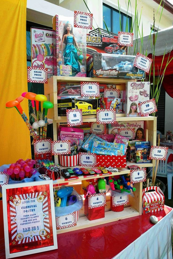 Carnival prizes booth. Lizzie as a Mummy: Ian's 1st Birthday Circus Carnival - DIY Ideas!