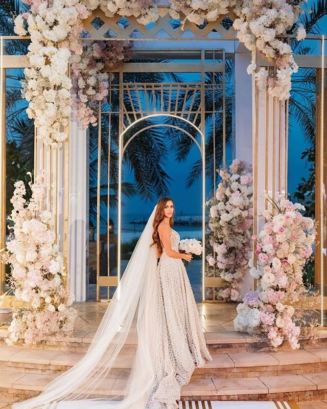 Extraordinarybridal gown. Extraordinary ceremony blooms. Extraordinary destinati