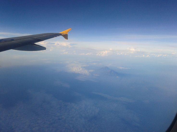 melihat bromo dari dalam pesawat ---- subhanallah! indah bingiittt....