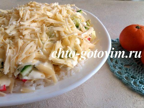 vkusnyj-salat-s-avokado-i-krabovymi-palochkami-4