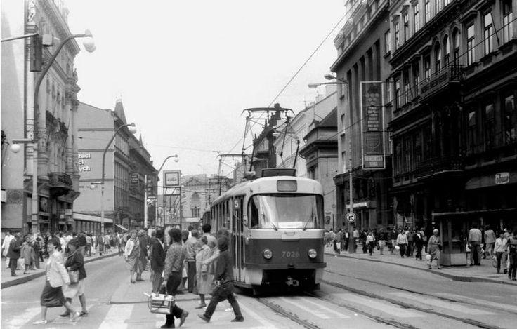 Tramvaje jezdily po Příkopech až do 4. července 1985. Zrušení této tratě souviselo s otevřením trasy B pražského metra, kdy došlo k jednomu z nejradikálnějších změn ve vedení pražské hromadné dopravy. - (Foto: Ivo Mahel)