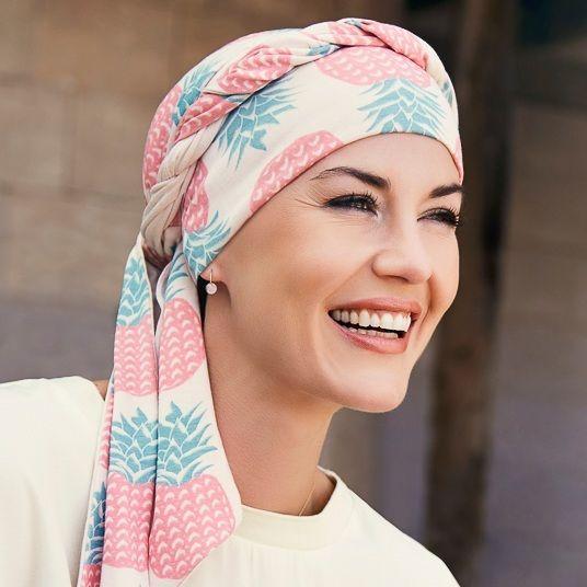 les 25 meilleures id es de la cat gorie foulard chimio sur pinterest turban chimio foulard. Black Bedroom Furniture Sets. Home Design Ideas