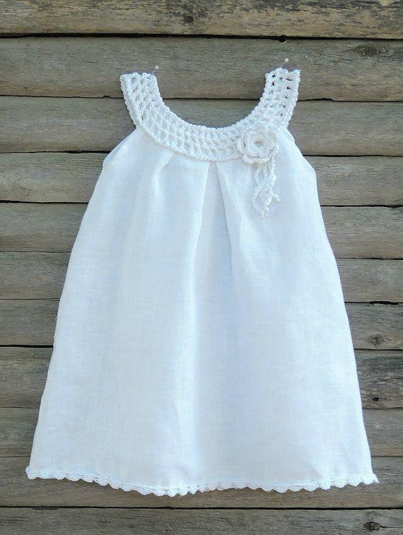 Robe de fille biologique pour bébé, enfant en bas âge, couleur lait avec une main au crochet blanc collier et Fleur broche